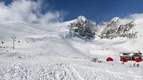Panorama för vinter för Lomnicky stitmaximum arkivfoto