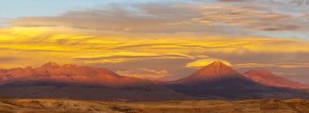 Panorama f?r Atacama ?ken p? solnedg?ngen, Chile arkivbild