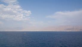 Panorama felsiger Küste Golf-Aqabas vom Roten Meer Lizenzfreie Stockfotos