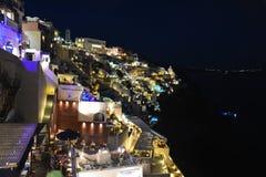 Panorama in Fira Santorini bij nacht royalty-vrije stock afbeelding