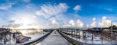 Panorama, Fischerdorf und Sonnenaufgang an Samchong-tai, Phangnga, Lizenzfreie Stockbilder