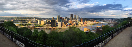 Panorama- floder för Pittsburgh Pennsylvania i stadens centrum stadshorisont tre royaltyfri bild