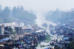 Panorama flotante del mercado de Nga Nam Foto de archivo libre de regalías