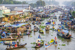 Panorama flotante del mercado de Nga Nam Imagen de archivo
