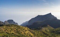Panorama- flyg- sikt över den Masca byn, den mest besökte turist- dragningen av Tenerife arkivfoto