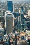 Panorama- flyg- sikt av London med iconic moderna skyskrapor Royaltyfri Foto