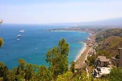Panorama- flyg- sikt av Taormina i Sicilien, Italien royaltyfri bild