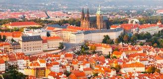 Panorama- flyg- sikt för afton av komplexet för Prague slott i Tjeckien Arkivfoton
