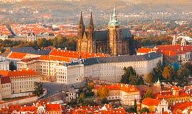Panorama- flyg- sikt för afton av komplexet för Prague slott i Tjeckien Arkivfoto