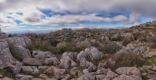 Panorama, formations de roche jurassiques peu communes, EL Torcal, Antequera, Espagne photos libres de droits