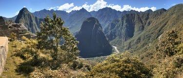 Panorama- foto av Machu Picchu och den Urubamba dalen, Peru Arkivfoton