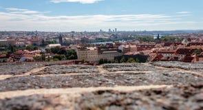 Panorama- foto Gå i gatorna av Prague Arkivfoton