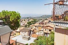 Panorama från by av Rocca di Far till Rome Arkivbild