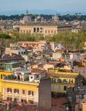 Panorama från den Gianicolo terrassen med Palazzo Farnese, i Rome, Italien royaltyfria bilder