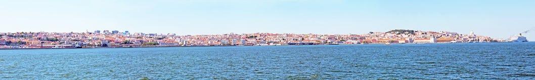 Panorama från staden Lissabon och floden Tejo Arkivbild
