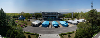 Panorama för DMZ (Panmunjom), hus av frihet som sett från DPRK Royaltyfri Fotografi