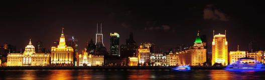Panorama för Shanghai Bundnatt Arkivbilder