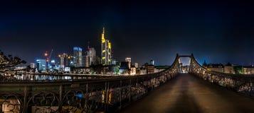 Panorama Frankfurt z linią horyzontu Steg i bridżowym Eiserner Zdjęcie Stock