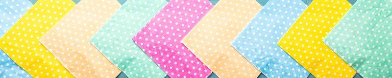 Panorama, fundo com os guardanapo pontilhados coloridos Imagens de Stock