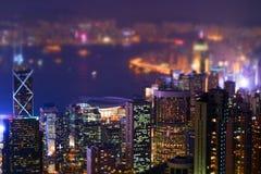 Panorama futuriste de Hong Kong de nuit Décalage d'inclinaison Images stock