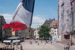 Panorama główny miejsce z zbliżeniem flaga na urzędu miasta balkonie Obraz Royalty Free