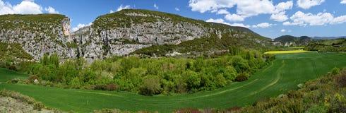 Panorama Gebirgsder kette Sierra de Leyre in Navarra Stockbilder