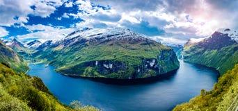 Panorama Geiranger-Fjord, Norwegen Lizenzfreies Stockbild