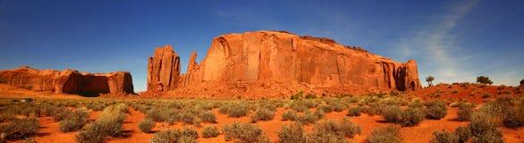 Panorama gigante de la mota en el valle del monumento, Arizona Imágenes de archivo libres de regalías