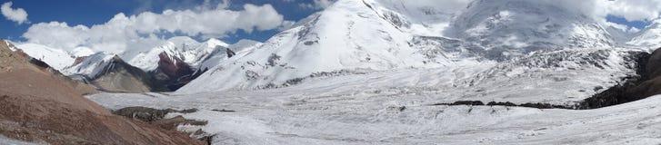 panorama glaciär Pamir Arkivfoton