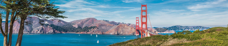 Panorama of the Golden Gate bridge. In clear blue sky with green grass as foreground in San Francisco, USA Stock Photography