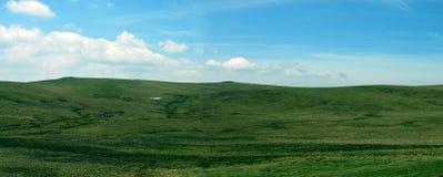 panorama- gröna högland fotografering för bildbyråer