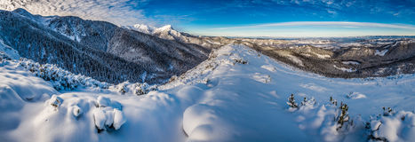 Panorama grande del amanecer frío en las montañas de Tatra Fotos de archivo libres de regalías