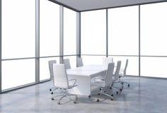 Panorama- hörnkonferensrum i modernt kontor, kopieringsutrymmesikt från fönstren Vitstolar och en vit tabell vektor illustrationer