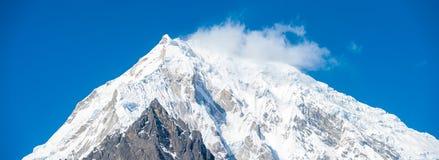 Panorama H del primer del pico de montaña de Langtang Lirung Imagen de archivo libre de regalías