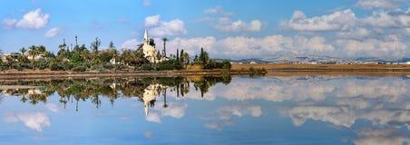 Panorama Hala Sultan Tekke nel Cipro immagini stock libere da diritti