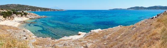 Panorama Halkidiki, Grecia de la costa de mar del verano Fotografía de archivo