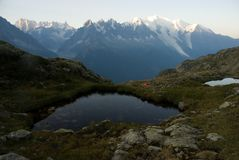 Panorama halny jezioro w Alps Obraz Stock