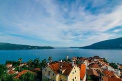Panorama- havssikt från den gamla staden i Herceg Novi royaltyfria bilder