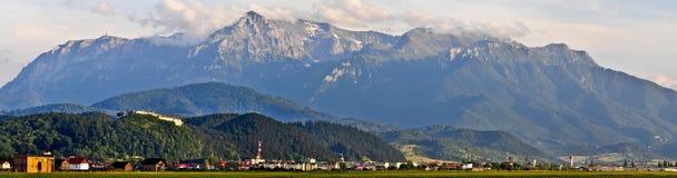 Panorama hermoso de la aldea del rasnov fotografía de archivo libre de regalías