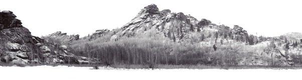 Panorama hermoso de las montañas de Altai del invierno, lago Kolyvanskoe Imagen de archivo