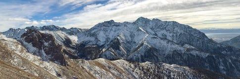 Panorama hermoso de montañas Fotografía de archivo