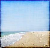 Panorama hermoso de una playa en estilo del grubge Imágenes de archivo libres de regalías