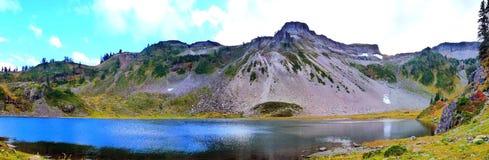 Panorama hermoso del lago Bagley en el panadero 1 del Mt Foto de archivo libre de regalías