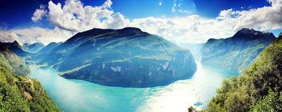 Panorama hermoso del paisaje del fiordo Geirangerfjord, Noruega Imagen de archivo libre de regalías