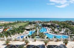 Panorama hermoso del territorio con la visión las piscinas y Imagenes de archivo