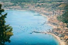 Panorama hermoso Taormina Sicilia Italia del paisaje Imagen de archivo