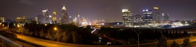 Panorama het van de binnenstad van Atlanta bij schemer Stock Foto
