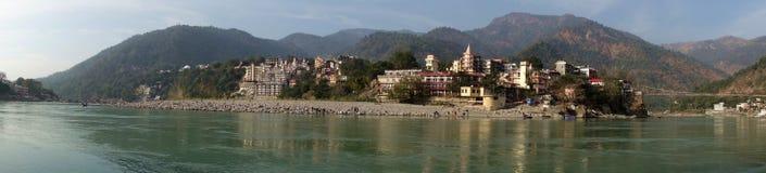 Panorama Himalajska Rzeczna wioska Zdjęcie Stock