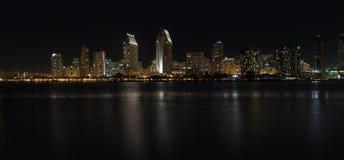 Panorama- horisont av San Diego, Kalifornien på natten Arkivfoton