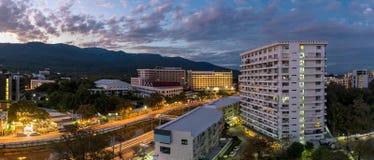 Panorama- horisont på aftonen av Chiang Mai Arkivbild
